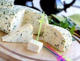 Миниатюра к статье Быстрый рецепт домашнего сыра «без заморочек»
