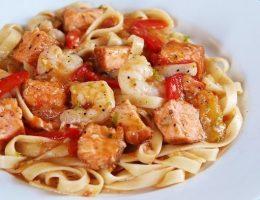 Миниатюра к статье Паста с острыми креветками и лососем