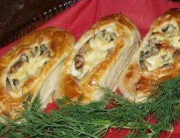 Миниатюра к статье Лодочки из слоеного теста с картофелем, мясом и огурчиками