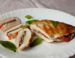 Миниатюра к статье Куриные грудки с томатами и базиликом
