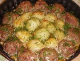 Миниатюра к статье Котлетки с картошкой в сметанно-томатном соусе
