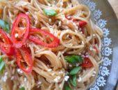Миниатюра к статье Рисовая вермишель с кунжутным маслом, соевым соусом и перцем чили